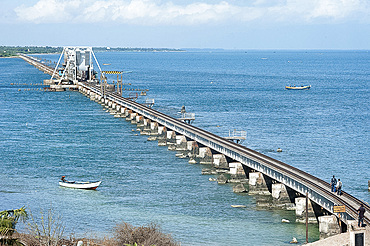 Pamban railway bridge crossing the Pamban Straits between the mainland and Pamban Island and Danushkodi, Tamil Nadu, India, Asia