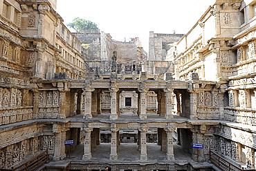 Ornately carved 11th century Chaulukya dynasty Rani ki Vav stepwell, UNESCO World Heritage Site, Patan, Gujarat, India, Asia