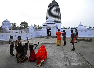 Worshippers at Joranda Gadhi, a temple complex devoted to the Supreme Lord for followers of Mahima dharma, Dhenkanal, Odisha, India, Asia