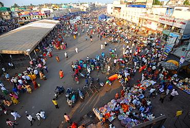 Puri town centre showing main street and market near the Jagannath Temple to Lord Vishnu, Puri, Odisha, India, Asia