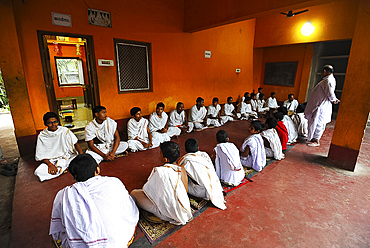 Students at a mantra chanting school in preparation for temple prayer, Puri, Odisha, India, Asia