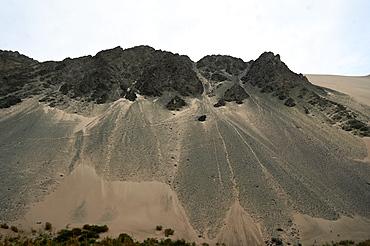 Landscape in the Taklamakan desert near Korla, Xinjiang Province, China, Asia
