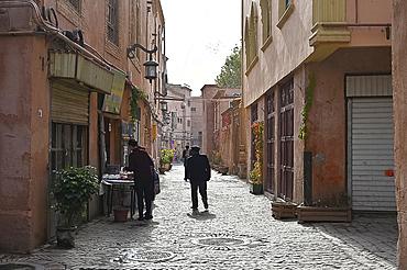 City centre back street, Kashgar, Silk Road city, Xinjiang, China, Asia
