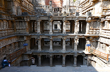 The 11th century Rani ki Vav (Queen's Stepwell), built for Udayamati of Chaulukya dynasty, UNESCO World Heritage Site, Patan Gujarat, India, Asia