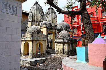 Cluster of small temples in the sacred temple town of Chandod where rivers Saraswati, Narmada and Orsang meet, Chandod, Gujarat, India, Asia - 805-1456