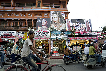 Traffic in Jaipur city centre at Diwali time, Jaipur, Rajasthan, India, Asia