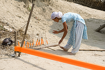 Assamese tribal village woman spinning sari length cotton, Majuli Island, Assam, India, Asia