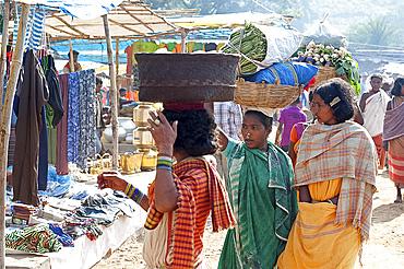 Dunguria Kondh women shopping at tribal market, Bissam Cuttack, Orissa, India, Asia