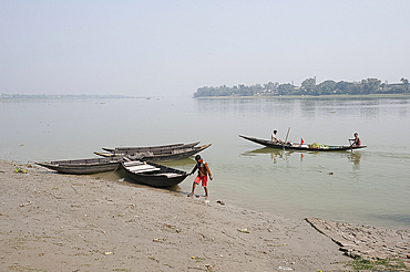 View from the west bank of the Hugli River (River Hooghly), West Bengal, India, Asia