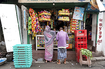 Man and woman shopping at local shop in Kumartuli district of Kolkata, West Bengal, India, Asia