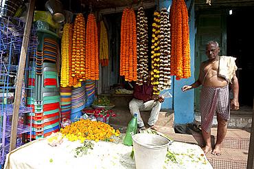 Mala (garland) seller with marigold garlands, Bhubaneshwar, Orissa, India, Asia