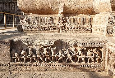 Carving of temple builders on the wall of the 13th century Konarak Sun temple, UNESCO World Heritage Site, Konarak, Orissa, India, Asia