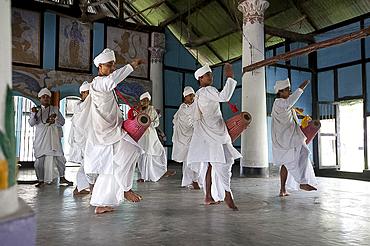 Gayan Bayan (musicians and singers) performance by Hindu bhakat (monks) at the Uttar Kamalabari Hindu monastery, Majuli Island, Assam, India, Asia