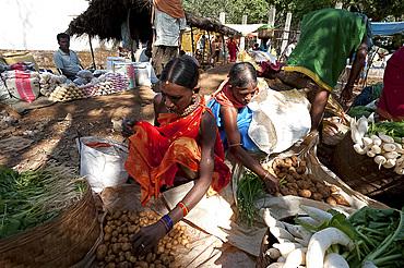 Mali tribal women selling their vegetables in Mali weekly tribal market, Guneipada, Koraput district, Orissa (Odisha), India, Asia