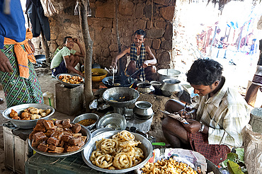 Jelabi and sweet snack maker in Mali weekly tribal market, Guneipada, Koraput district, Orissa (Odisha), India, Asia