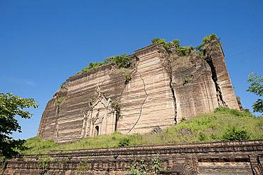 Mingun Pahtodawgyi, an incomplete 50 metre high brick construction stupa begun in 1790, damaged in 1839 earthquake, Mingun, Myanmar (Burma), Asia