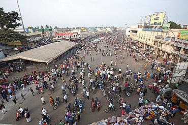 Puri town centre showing main street and marketplace near Jagannath temple to Lord Vishnu, Puri, Odisha, India, Asia