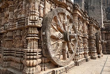 Huge stone chariot wheel on Konark Sun Temple (Black Pagoda), 13th century Hindu temple built as a massive chariot for the sun god Surya, UNESCO World Heritage Site, Konarak, Odisha, India, Asia