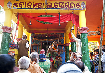 Shaman in highly altered state of consciousness performing problem-solving ritual for villagers gathered in Hindu temple, Odisha, India, Asia