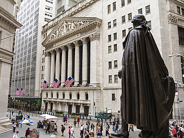 New York Stock Exchange and George Washington statue, Wall Street, Manhattan, New York City, New York, United States of America, North America