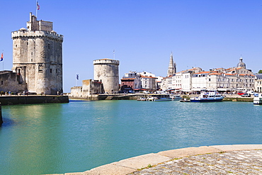 The St. Nicolas Tower and Chain Tower, Vieux Port, the old harbour, La Rochelle, Charente-Maritime, France, Europe