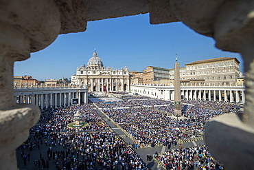 A General view of St. Peter's Square during a Canonization Mass, Vatican City, Rome, Lazio, Italy, Europe