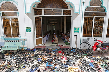 Muslim men at the Friday prayer (Salat), Masjid Nia'mah Mosque, Chau Doc, Vietnam, Indochina, Southeast Asia, Asia