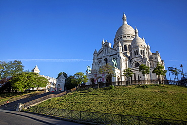 Early morning at the Sacred Heart (Sacre Coeur) Basilica, Montmartre, Paris, France, Europe
