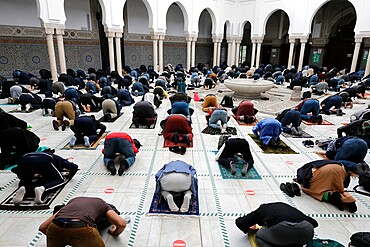 Prayers at the Paris Great Mosque, Paris, France, Europe