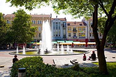 Fountain in Knyaz Alexander Battenberg Square (King Alexander Battenberg Square) (City Hall Square), Plovdiv, Bulgaria, Europe