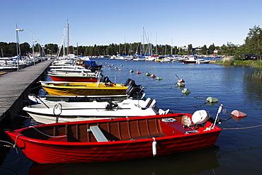 Motor boats moored at jetty in the marina, Syaraumanlahti Bay, Gulf of Bothnia, Rauma, Satakunta, Finland, Scandinavia, Europe
