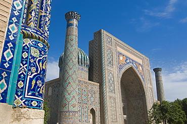 Sher Dor Medressa at the Registan, UNESCO World Heritage Site, Samarkand, Uzbekistan, Central Asia
