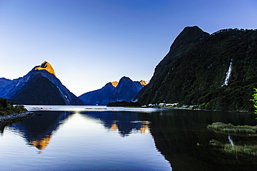 Early morning light in Milford Sound, Fiordland National Park, UNESCO World Heritage Site, South Island, New Zealand, Pacific