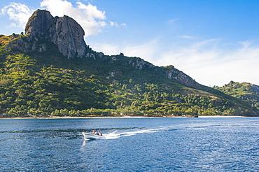 Little motorboat cruising before, Naviti island, Yasawas, Fiji, South Pacific, Pacific