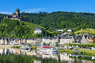View over Cochem with Cochem Castle in the background, Moselle Valley, Rhineland-Palatinate, Germany, Europe