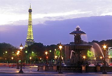Place de la Concorde, fountain and Eiffel Tower at dusk, Paris, France, Europe