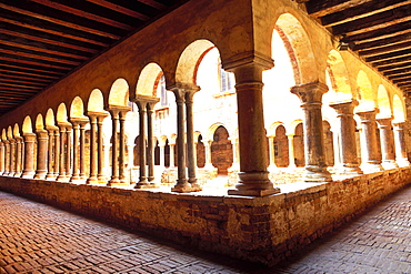 The cloister of Sant'Apollonia, the only Romanesque building in Venice, Museo Diocesano, Venice, UNESCO World Heritage Site, Veneto, Italy, Europe