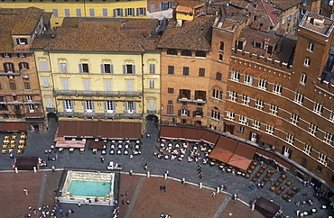 View from the Torre del Mangia of the Piazza del Campo, Siena, UNESCO World Heritage Site, Tuscany, Italy, Europe