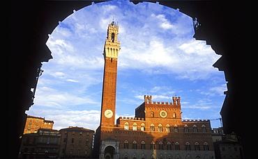 Palazzo Pubblico and Torre del Mangia, Piazza del Campo, Siena, UNESCO World Heritage Site, Tuscany, Italy, Europe
