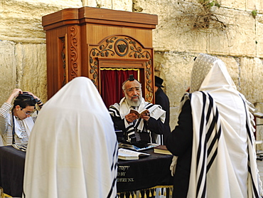 Western Wall or Wailing Wall with worshippers, Jerusalem, Israel, Middle East