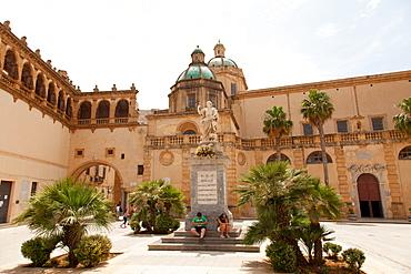Piazza della Repubblica and Santissimo Salvatore Cathedral, Mazara del Vallo, Sicily, Italy, Europe