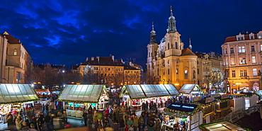 Church of St. Nicholas and Christmas Markets, Staromestske namesti (Old Town Square), Stare Mesto (Old Town), UNESCO World Heritage Site, Prague, Czech Republic, Europe