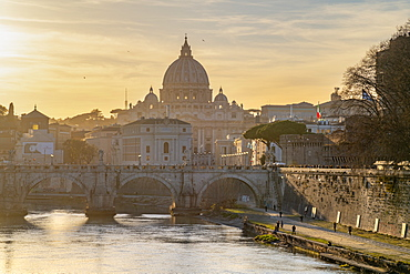 River Tiber, St. Peter's Basilica, UNESCO World Heritage Site, Rome, Lazio, Italy, Europe