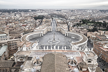 St. Peter's Square from St. Peter's Basilica, UNESCO World Heritage Site, The Vatican, Rome, Lazio, Italy, Europe