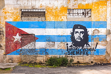 Che Guevara and Cuban Flag mural, La Habana Vieja, Havana, Cuba, West Indies, Caribbean, Central America