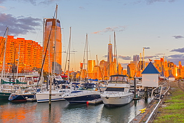 Paulus Hook, Morris Canal Basin, Liberty Landing Marina, New York skyline of Manhattan, Lower Manhattan and World Trade Center, Freedom Tower beyond, Jersey City, New Jersey, United States of America, North America
