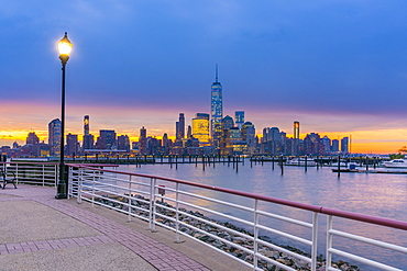 Manhattan, Lower Manhattan and World Trade Center, Freedom Tower in New York across Hudson River from Harismus Cover, Newport, New Jersey, United States of America, North America