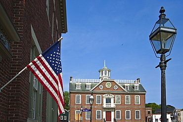 The Stars and Stripes and brick Georgian-style Old Colony House dating from 1741, a National Historic Landmark used in the Steven Spielberg film Amistad, on Washington Square in Newport, Rhode Island, New England, United States of America, North America