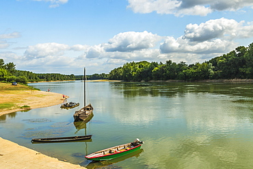 Boats on the Garonne, a great French river, at this attractive town near Marmande, Couthures-sur-Garonne, Lot-et-Garonne, France, Europe