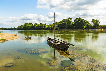 Old boat on the Garonne, a great French river, at this small town near Marmande, Couthures-sur-Garonne, Lot-et-Garonne, France, Europe